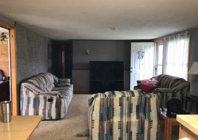 89218 5725 Ave, Wynot - living room + front door