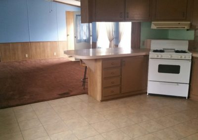 401 Oak St., Laurel - kitchen & living room