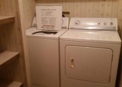 401 Oak St., Laurel - laundry