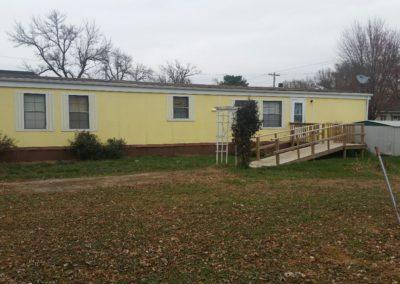 401 Oak St., Laurel - outside front